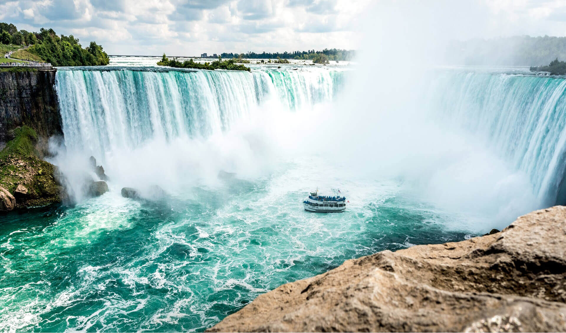 Deluxe Niagara Falls Day Tour With Boat Cruise