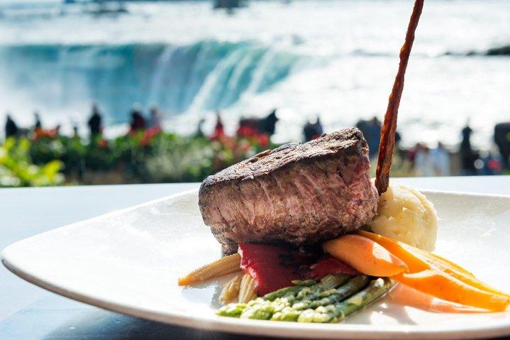 Niagara Falls Tour With Cruise & Fallsview Lunch